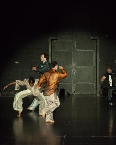 In dans zit er veel energie, maar ook breekbaarheid.